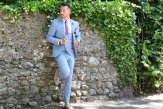 What to wear to the races linen blue suit